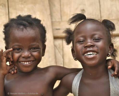 Gesundheit, Wasser, Wohnung, Bildung für Kinder, Frauen und Männer